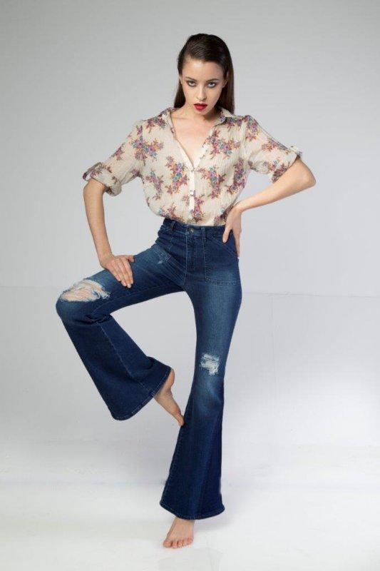 Satın al Stylish Flare Hem Double Tone Ripped Blue Women Jeans