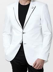 Beyaz takım elbiseler