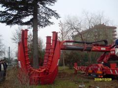 La máquina para el trasplante de árboles