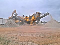 PRO 100 Mobile Impact Crushing and Screening Plant | Hydraulic Maintenance System