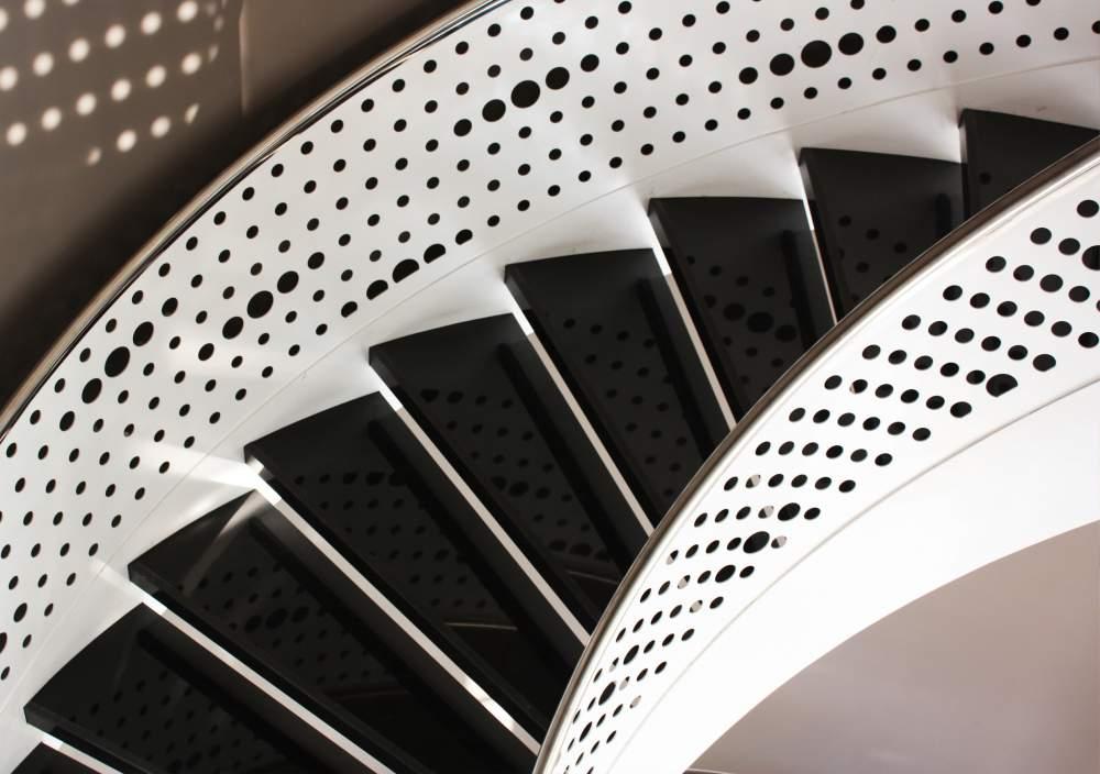 Sipariş Desenli Korkuluklu Lüks Çelik Merdiven-2