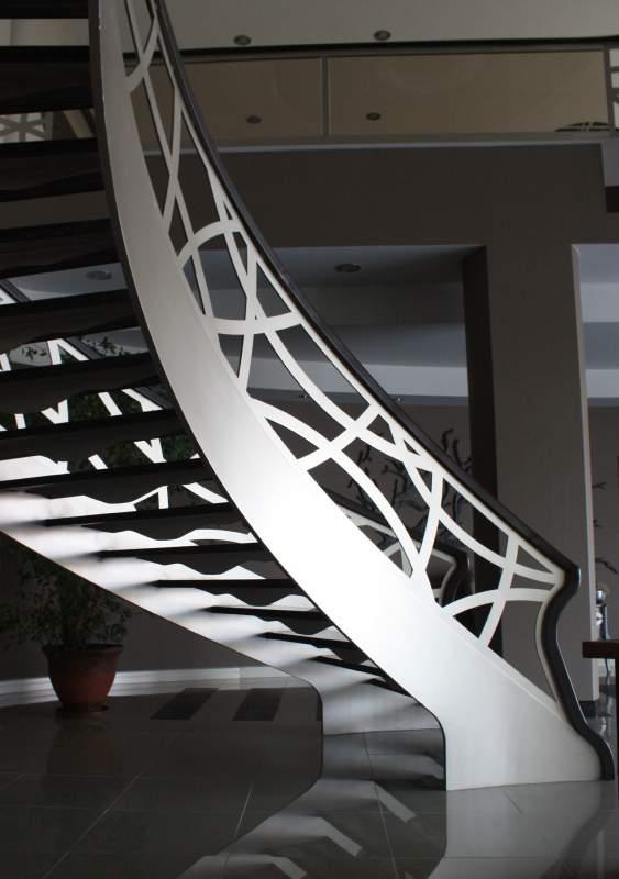 Sipariş Desenli Korkuluklu Çelik Merdiven