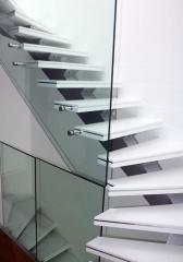 Cam Korkuluklu Çelik Merdiven
